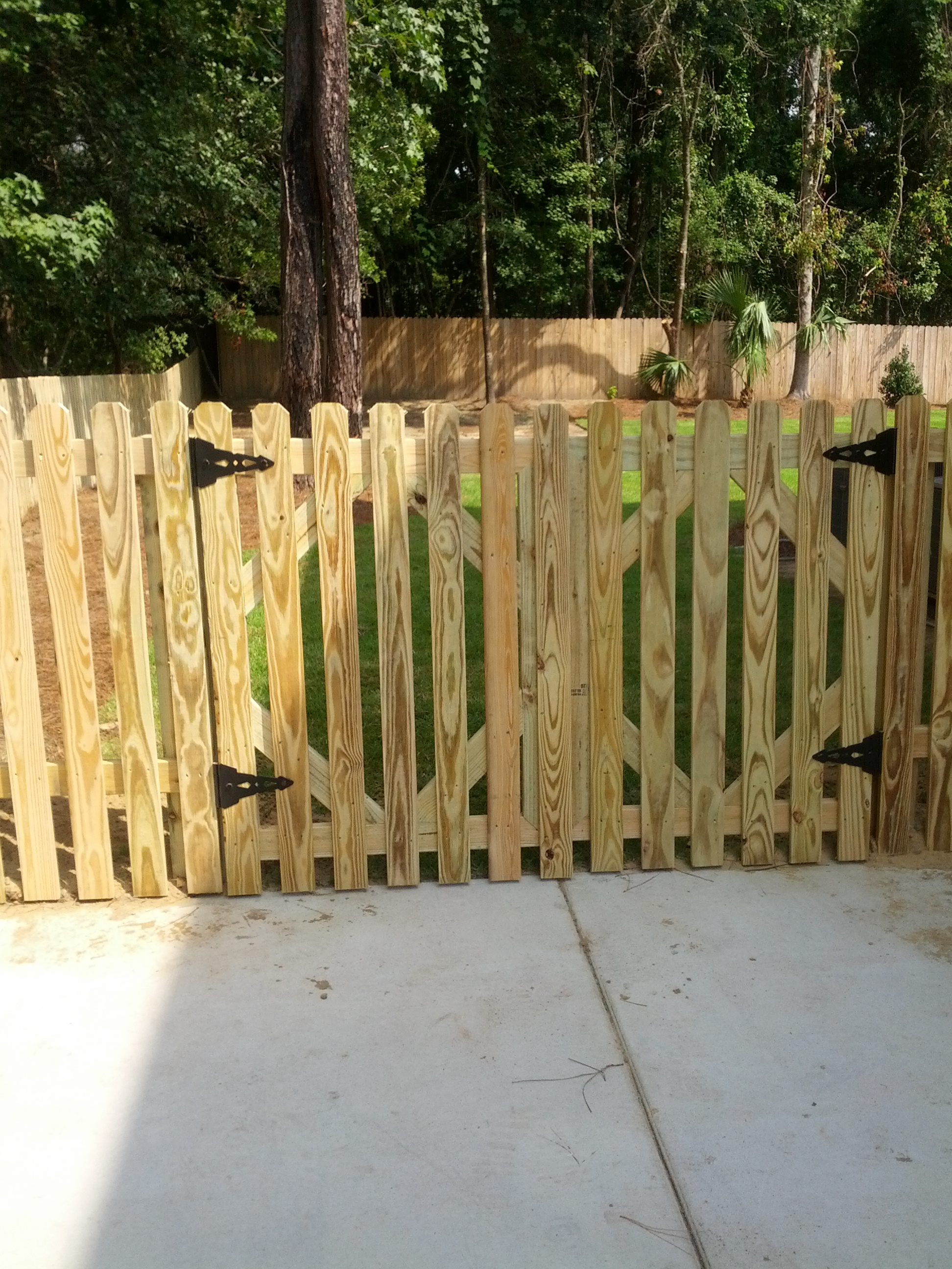 4 Tall Double Drive Picket Gate And Fence