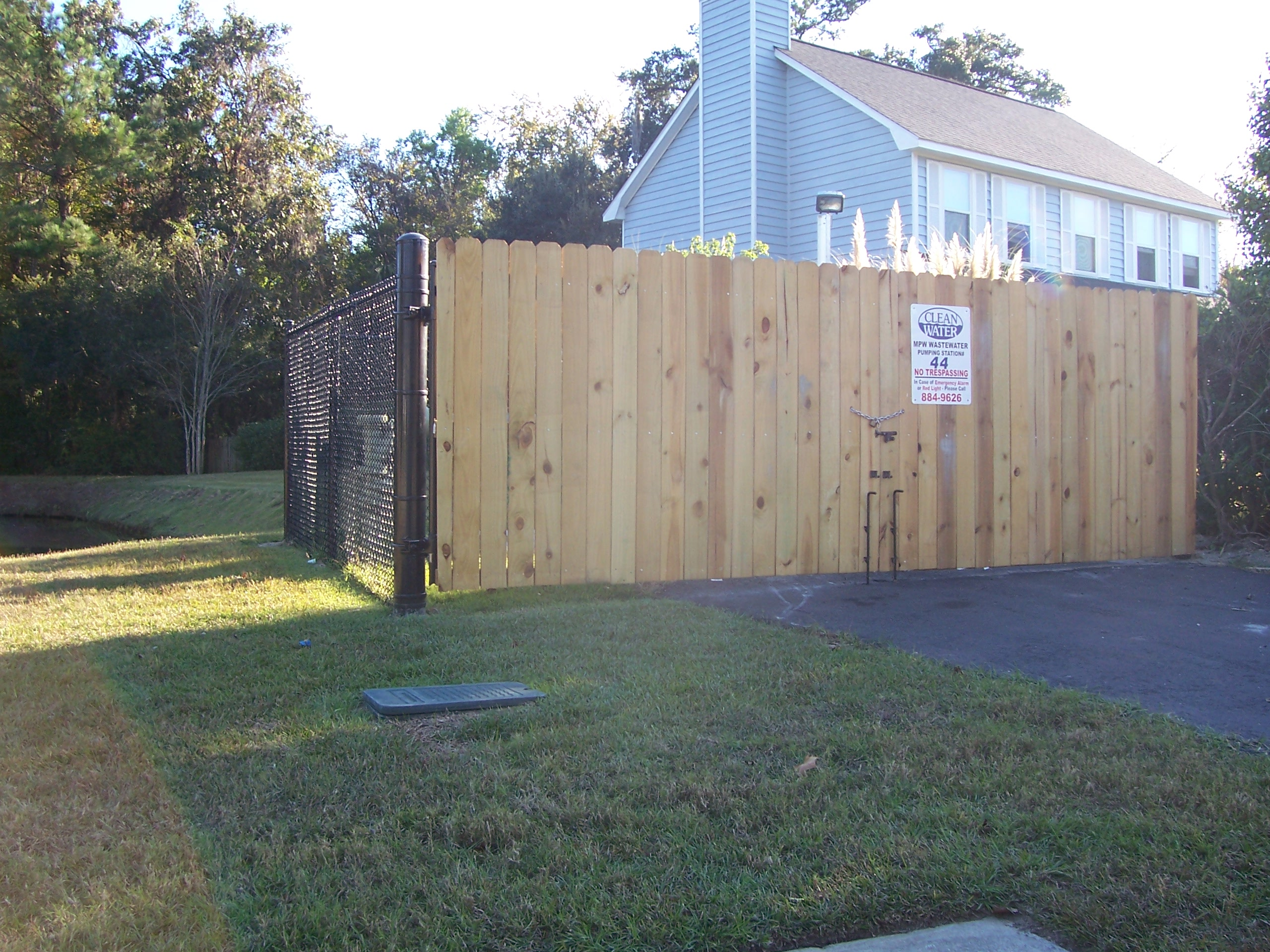 97 Wooden Gate Chain Link Fence Use For Mounting Residential