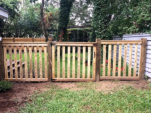 Residential fence pictures aaa fence charleston for Homeowner choice